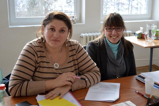 Zľava Erika Bartošová z Krupiny a Mária Michnová zo Zvolenskej Slatiny. Obe sa zhodli v tom, že z kurzu odchádzajú zakaždým zdatnejšie a istejšie.