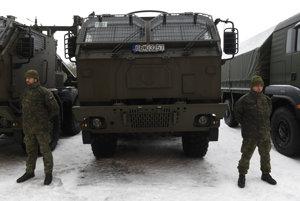 Na snímke nové vojenské vozidlá, ktoré dal vojakom do užívania minister obrany Peter Gajdoš v Nemšovej 13. januára 2017.