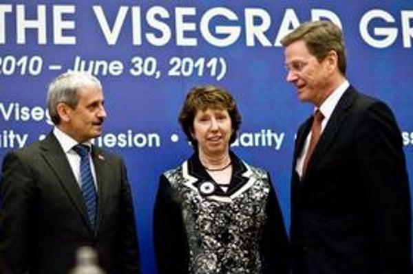 Slovensko včera navštívila aj šéfka európskej diplomacie Catherine Ashtonová a nemecký minister zahraničia Guido Westerwelle.