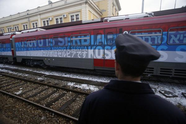 Vlak s nápisom Kosovo je Srbsko stál za posledným zhoršením vzťahov Srbska a Kosova.