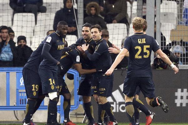 Hráči AS Monako sa radujú po jednom z gólov.