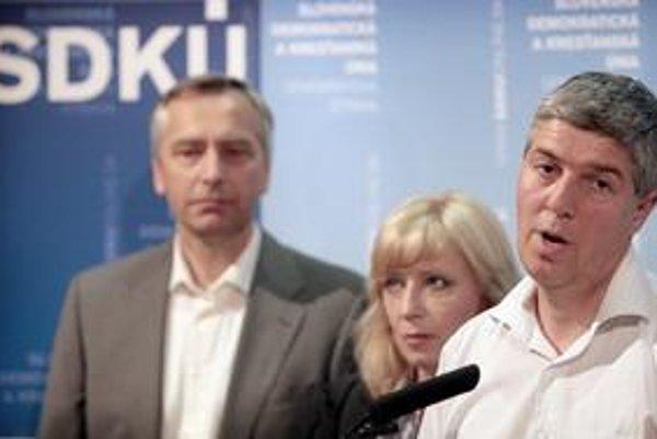Béla Bugár (vpravo) a Ján Figeľ považujú  vzdelanie nominantov za podmienku budúcnosti.