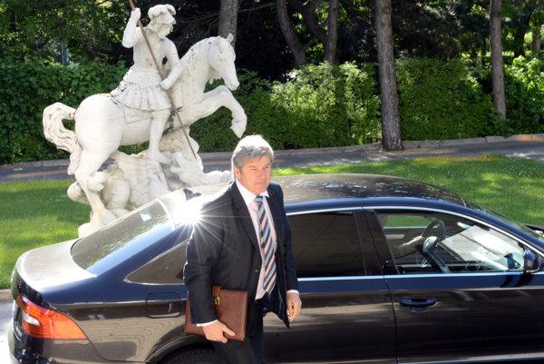 Bývalý poslanec Smeru Branislav Bačík viedol Fond národného majetku. Teraz šéfuje jeho nástupníckej firme MH Manažment.
