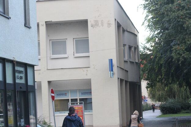 V druhej polovici roka riešili samosprávy problémy scudzincami. V Galante sa nasťahovali do centra mesta.