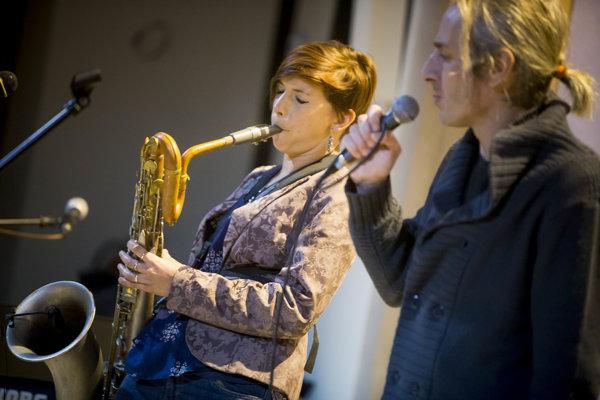 Texty Lucie spievala Dorota Nvotová a texty Petra Jakub Ursiny.