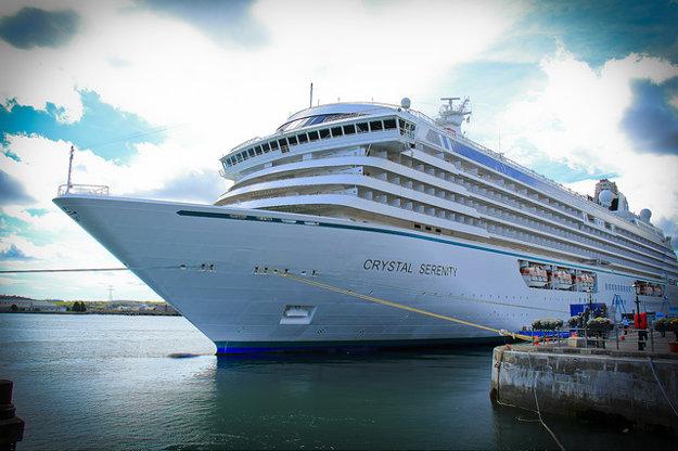 Najluxusnejšie lode patria skôr do kategórie malých výletných lodí pre pár stoviek cestujúcich.