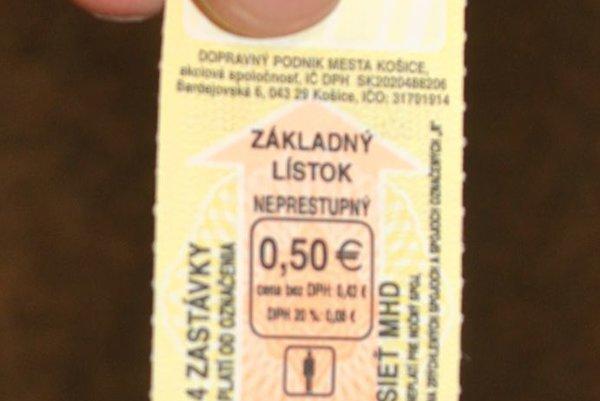 """Štvorzastávkový lístok. Spoj s označením """"R"""", teda R s úvodzovkami, na ktorý tento lístok neplatí, on nenašiel. Tak naň cestoval s električkou R1. Stálo ho to 61,10 eura."""