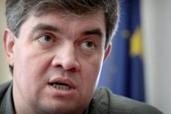 Jaroslav Jaduš bol v minulom období poslancom HZDS, po voľbách 2006 sa stal štátnym tajomníkom. Do parlamentu kandiduje ako päťka Mečiarovho hnutia.