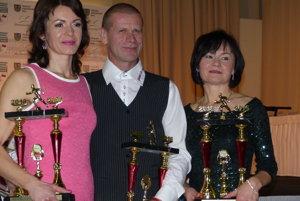 V absolútnom poradí triumfovala aj trojica Záhorákov – zľava: Erika Farkašová, Dušan Brezovský aBlažena Kocúriková.