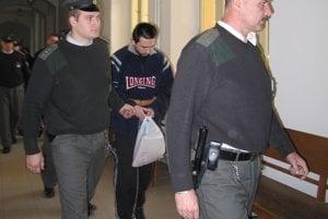 Peter Laduna na archívnej snímke spred rokov, keď ho na nitrianskom súde súdili za vraždy.