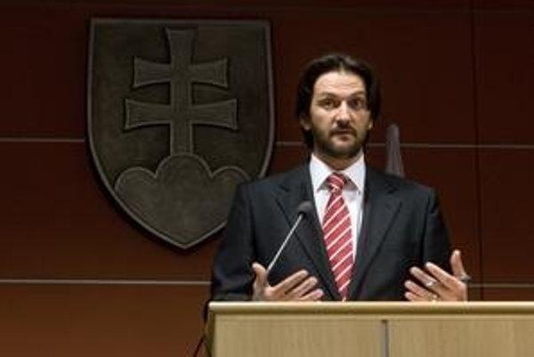 Minister vnútra Kaliňák bude vysvetľovať poslancovi HZDS Kovarčíkovi na bezpečnostnom výbore parlamentu, prečo sa za medzinárodnú blamáž len ospravedlnil.