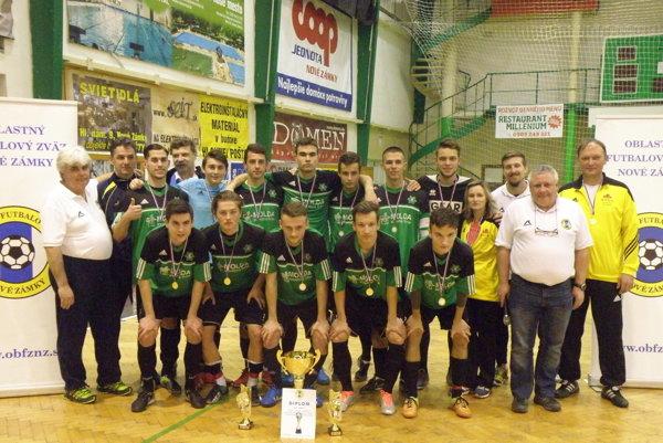 Víťaz halového turnaja ačerstvý držiteľ Pohára predsedu ObFZ Nové Zámky vkategórii U19 FKM Nové Zámky.