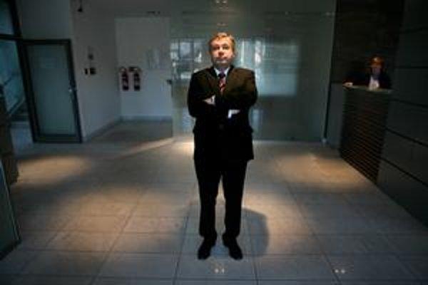 Minister školstva Ján Mikolaj sľúbil vyhlášku o vlastenectve do desiatich dní.