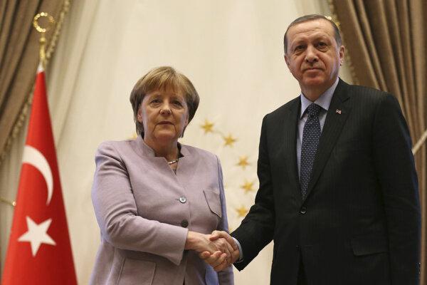 Angela Merkelová a Recep Tayyip Erdogan. (Zdroj: TASR/AP)