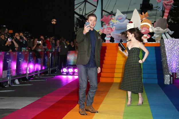 Justin Timberlake s kolegyňou Annou Kendrick na premiére novej rozprávky Trolovia