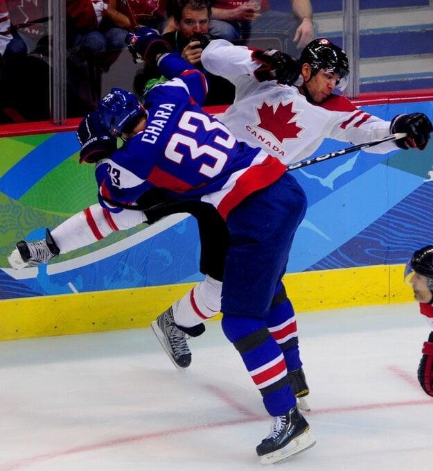 Na olympijských hrách vo Vancouveri si Iginla zahral aj proti slovenským hokejistom. A v jednom zo súbojov pocítil tvrdosť Zdena Cháru.