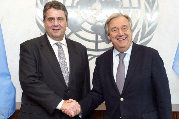 Sigmar Gabriel sa stretol s generálnym tajomníkom OSN Antóniom Guterresom.
