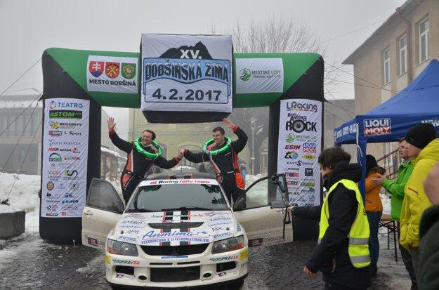 Tretia skončila posádka Tomáš Kukučka (vpravo) Peter Vejačka.