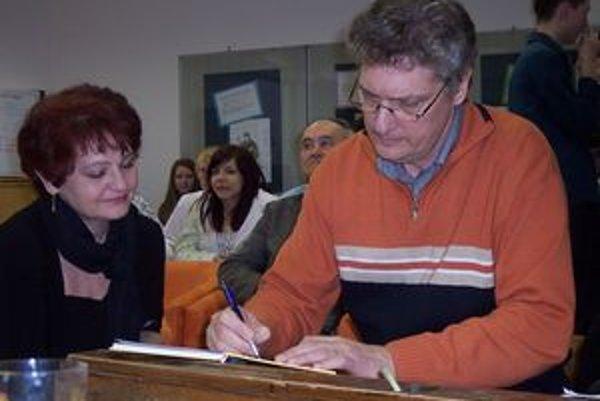 Prezentácia knihy zaujala deviatakov, učiteľov i samotného autora.