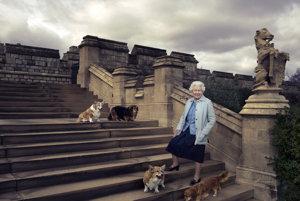 Oficiálna fotografia panovníčky vydaná pri príležitosti jej 90. narodenín v roku 2016.