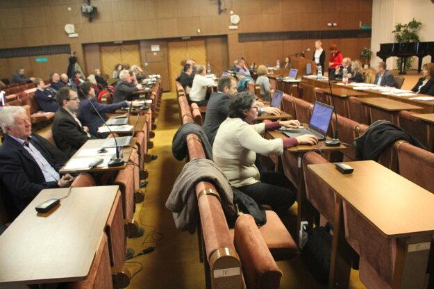 Poslanci nepotvrdili pôvodné uznesenie.