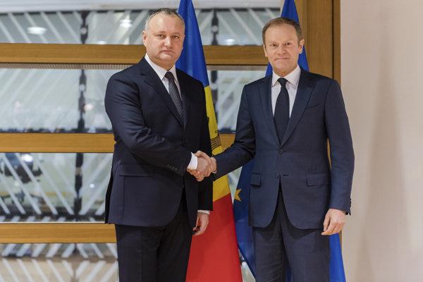 Moldavský prezident Igor Dodon na stretnutí s predsedom Európskej rady Donaldom Tuskom.