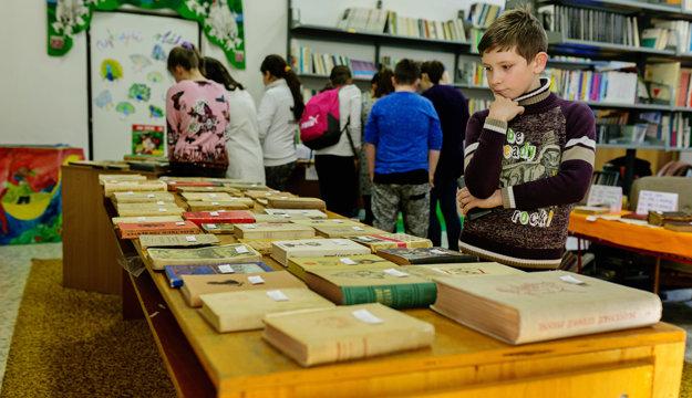 Žiaci môžu prostredníctvom kníh nazrieť do minulosti.