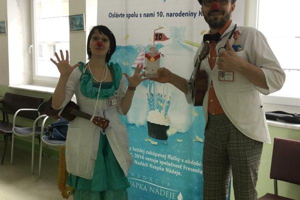 Zdravotní klauni rozveselili päť oddelení Fakultnej nemocnice s poliklinikou v Žiline.