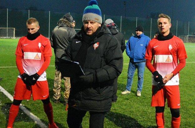 Zľava Richnák, tréner Süttö a Paukner.