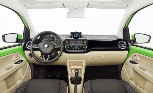 V interiéri je jednou z noviniek multifunkčný volant, prostredníctvom ktorého je možné ovládať rádio či telefón