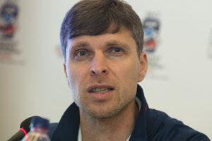 Na snímke tréner reprezentácie U18 Norbert Javorčík.