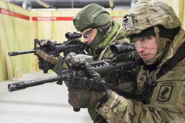 Spoločné cvičenie amerických a litovských vojakov (ilustračné foto).