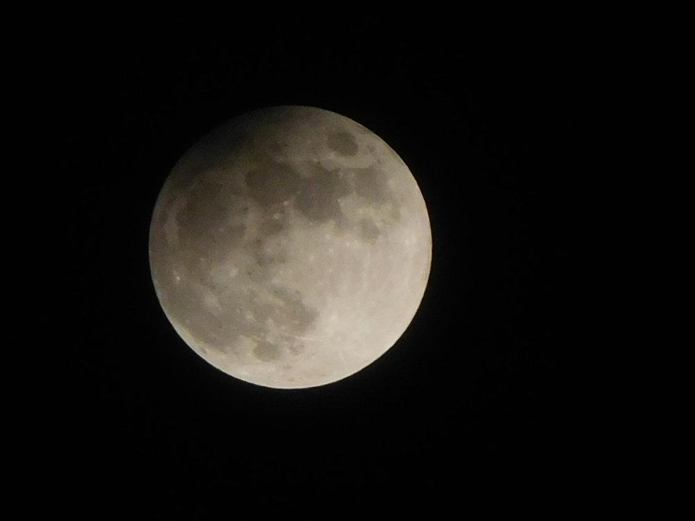 Polotieňové zatmenie mesiaca v noci z 10. na 11. 2.