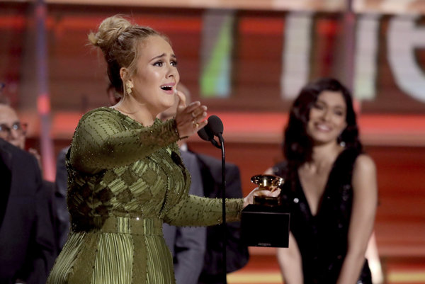 Adele si preberá cenu za album roka, no svojim víťazstvom si nie je veľmi istá.