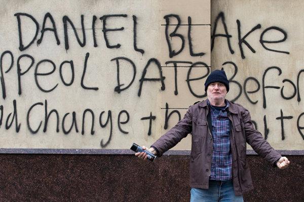 Dave Johns ako nahnevaný občan v najlepšom britskom filme Ja, Daniel Blake. Autorom jeho scenára je Paul Laverty.