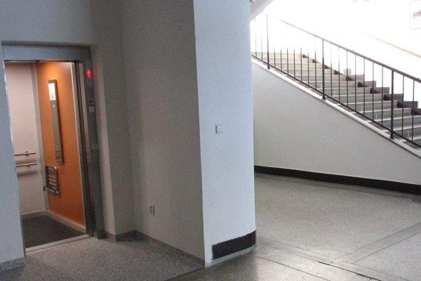 Nový výťah. Pribudol v budove mestského úradu.