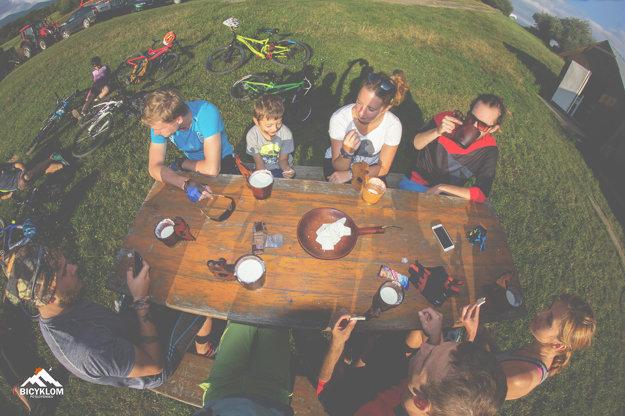Bicyklom po Liptove – spoločná jazda na žinčicu v L. Ondreji)
