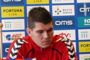 Michal Šulla počas tlačovej konferencie.