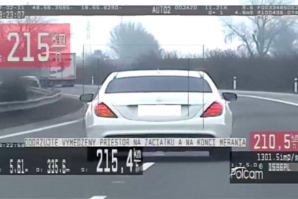 Šofér mercedesu prekročil rýchlosť o vyše osemdesiat kilometrov.