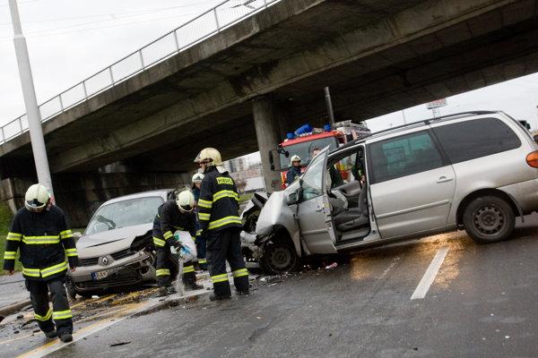 Hasiči z hornej Nitry iac ako pri požiaroch zasahujú pri nehodách.