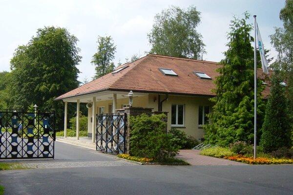 Vstupná brána do bývalého sídliska papalášov.