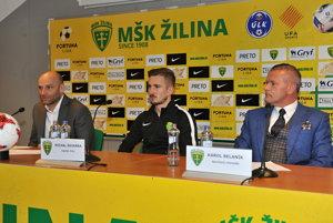 Zľava: Adrián Guľa, Michal Škvarka a Karol Belaník počas tlačovej konferencie pred jarnou časťou Fortuna ligy.