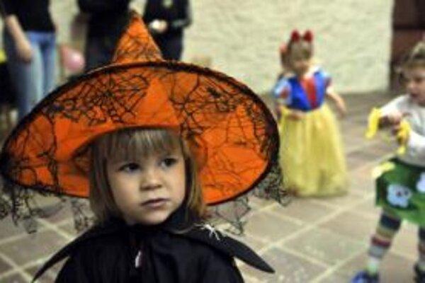 Zdravie a životy slovenských detí čoraz viac ohrozuje chudoba. V krátkom čase navyše môžu začať chýbať aj kvalifikovaní lekári, upozornili dnes pred novinármi odborníci z Detského fondu OSN UNICEF a nemocníc. Na Slovensku navyše zomrie v detskom veku dvoj