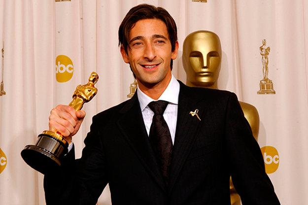 Oscara za drámu Pianista si prevzal len Adrien Brody, režisér Polanski v sále chýbal.