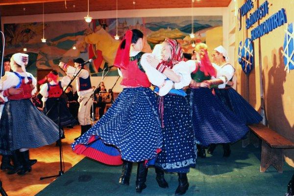 Bolo veselo. Folklórne skupiny si pripravili programy vo fašiangovom duchu.