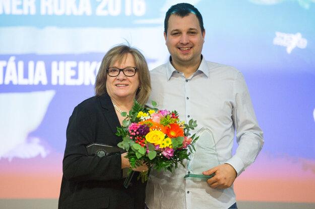 Mládežnícky tréner roka 2016 Richard Ďuriš a Trénerka roka 2016 Natália Hejková počas slávnostného vyhlásenia výsledkov ankety Basketbalista roka 2016.