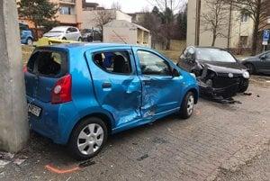 Zaparkované autá poškodil opitý šofér.