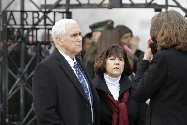 Americký viceprezident s manželkou v Dachau.