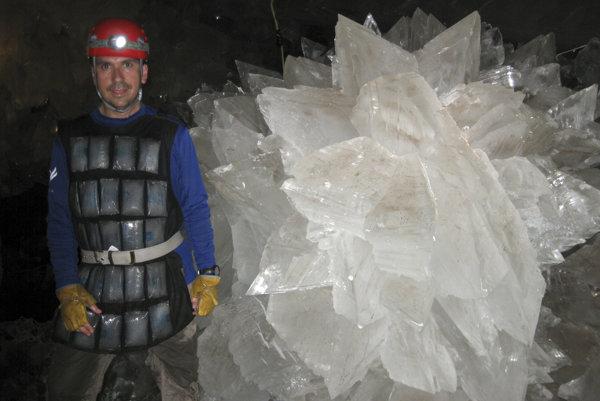 Pri výskume systému Naica sa vedci museli ochladzovať špeciálnymi ľadovými oblekmi.