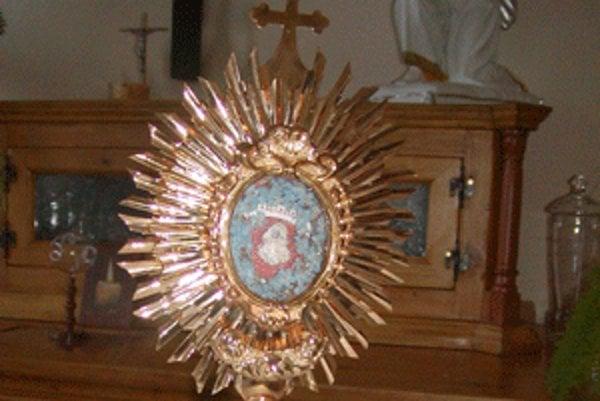 Vzácnu relikviu prinášajú do nováckeho kostola vždy 14. fevruára.